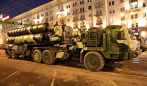 S-400 Triumf SAM - rehearsal for 2009 VD parade in Moscow -02.jpg