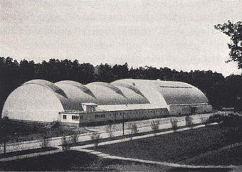 Den oprindelige hal 1937 og den nye hal i november 2009.