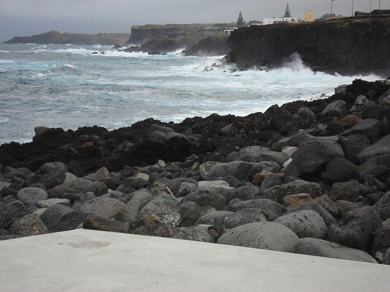 File:SMG PDL SaoVicenteFerreira coast.JPG