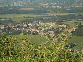 Saint-Jean-en-Royans from the east.jpg