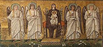 Christ Child - Sant'Apollinare Nuovo, mosaico della Madre di Dio in trono con il Bambino, circondata da quattro angeli. - panoramio