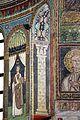 Sant'apollinare in classe, mosaici del catino, colonne negli sguanci, 550 ca. 01.jpg