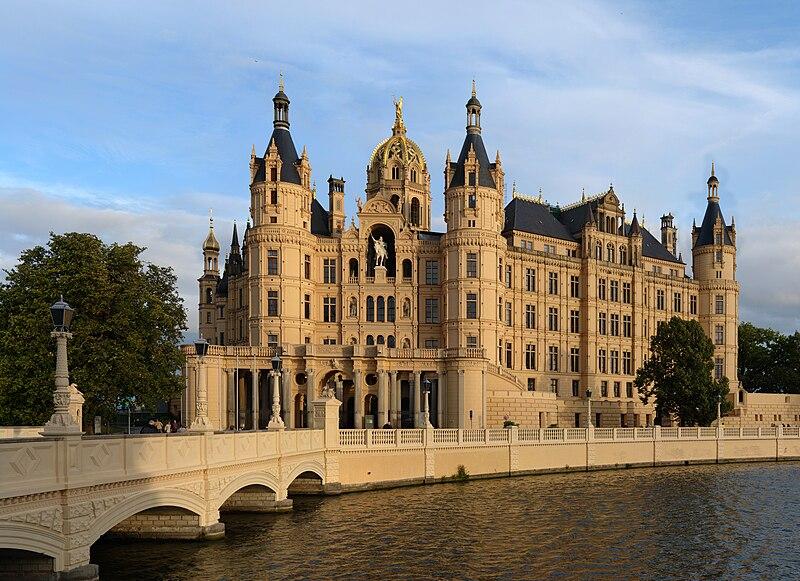 Schweriner Schloss (Bildquelle: Wikipedia.org)