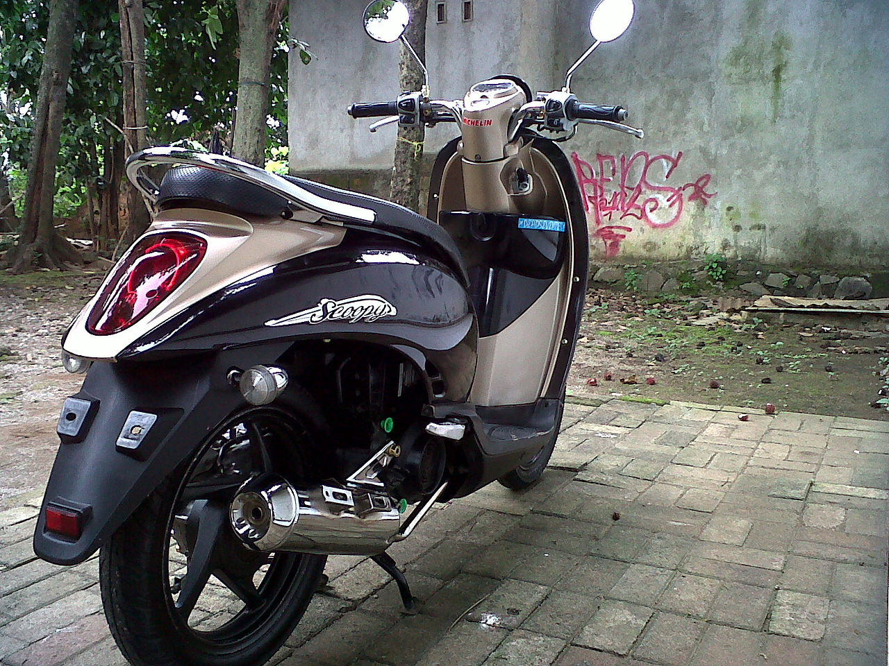 File:Scoopy thailand look , scoopy modifikasi , honda scoopy 2014-05