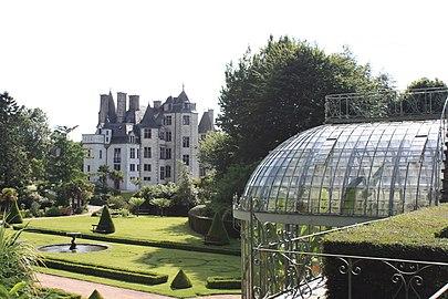 Serre du parc et château des Ravalet.jpg