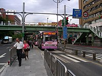 Shin-Shin Bus AG-555 on Roosevelt Road, Taipei City 20060823.jpg