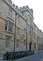 Ship Street Entrance to Jesus College, Oxford-4030415346.jpg