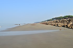 Side view of Patenga sea beach (10).jpg
