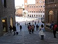 Siena-verso piazzacampo.jpg