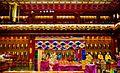 Singapore Buddha Tooth Relic Temple Innen Vordere Gebetshalle 11.jpg