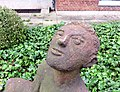 Skulptur LauschenderKnabe (Karl August Ohrt) Erika-Haus UKE (4).jpg