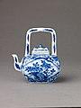Small covered wine pot or teapot MET SLP1698-2.jpg