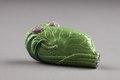 Snusflaska från Kina i form av sammanvikt lotusblad, gjort i porslin på 1700-talet - Hallwylska museet - 95805.tif