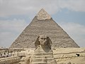 Sphinx of Giza and Kheops pyramid (2428353542).jpg