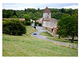 Le village de Saint-Martin-le-Pin et son église.