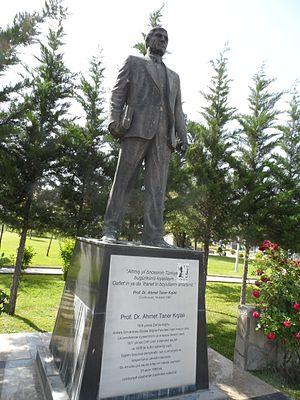 Ahmet Taner Kışlalı - Image: Statue of Ahmet Taner Kışlalı