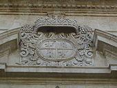 Stemma della famiglia Statella sul portone d'ingresso della Chiesa Madre