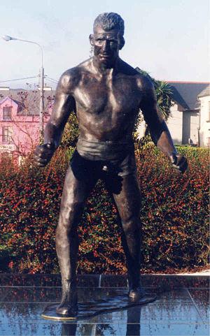 Steve Casey - Bronze statue of 'The Crusher' in Sneem