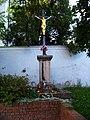 Stodůlky, kříž před kostelem svatého Jakuba.jpg