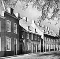 Straat met woningen na wederopbouw - Sluis - 20415928 - RCE.jpg