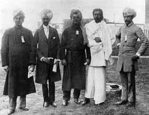Swami Vivekananda at the Parliament of the World's Religions (1893) - Vivekananda 1893 with The East Indian Group