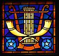 Synagoge Enschede, Venster met zuil en sjofar.jpg