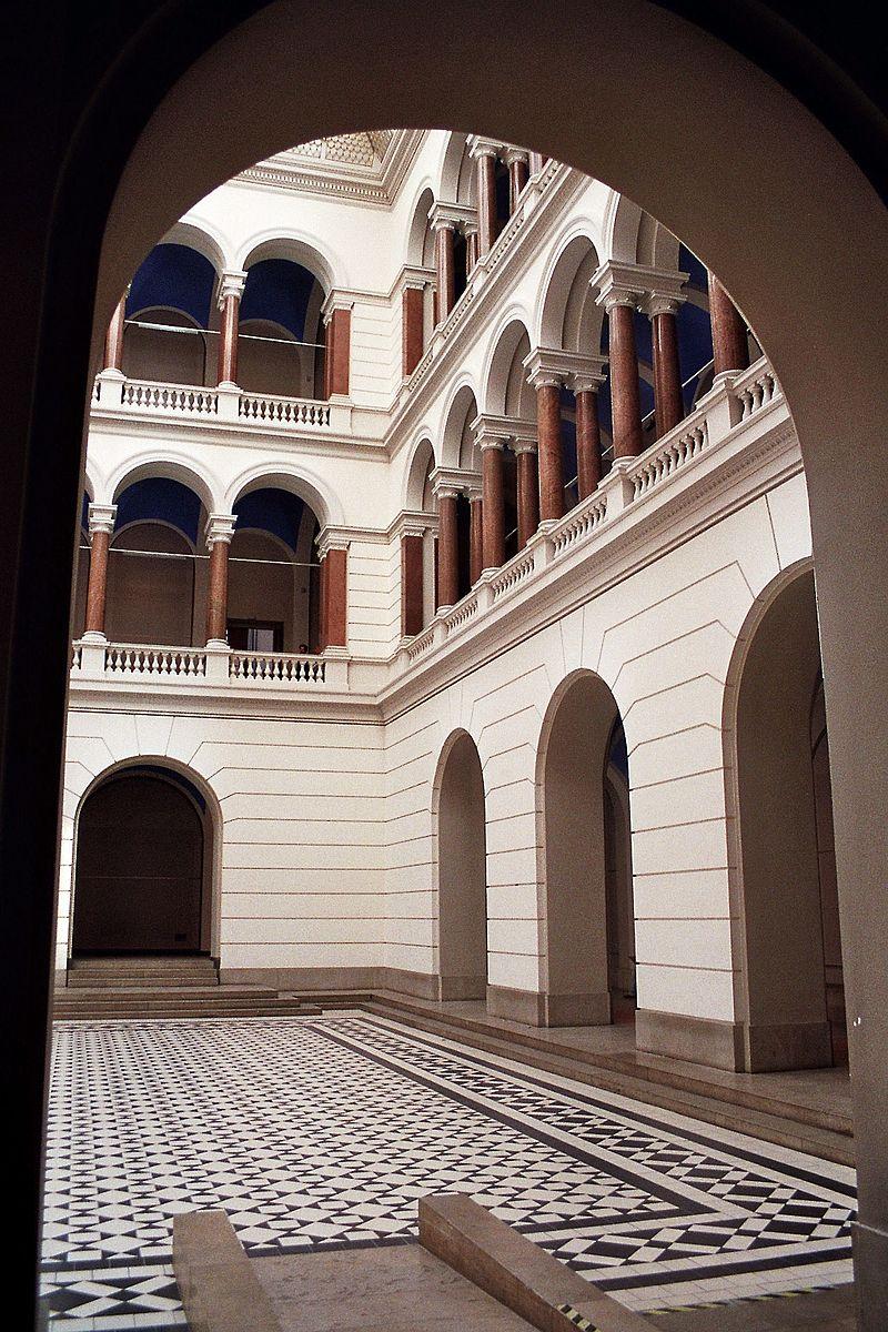Lichthof im Hauptgebäude der TU Berlin