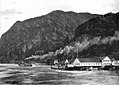 Tahoma and Dalles City (sternwheelers) at Warren 1902.jpg