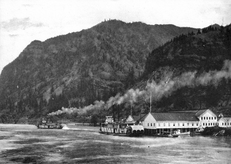 File:Tahoma and Dalles City (sternwheelers) at Warren 1902.jpg
