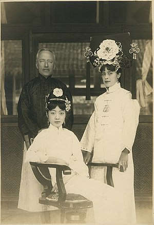 Reginald Johnston - Reginald Johnston, Empress Wanrong, and Isabel Ingram in the Forbidden City