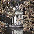 Tempio a Diana del parco di Villa Pallavicini a Genova Pegli.JPG