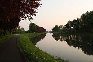 Albert Canal - Image: The Albert canal near Smeermaas, Limburg