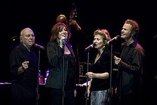 I Manhattan Transfer dal vivo al Java Jazz Festival del 2008. Da sinistra: Tim Hauser, Cheryl Bentyne, Janis Siegel e Alan Paul