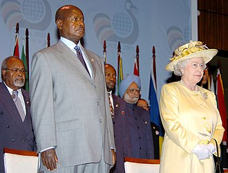 Queen of Uganda - Elizabeth II in Uganda with President Yoweri Museveni, 2007