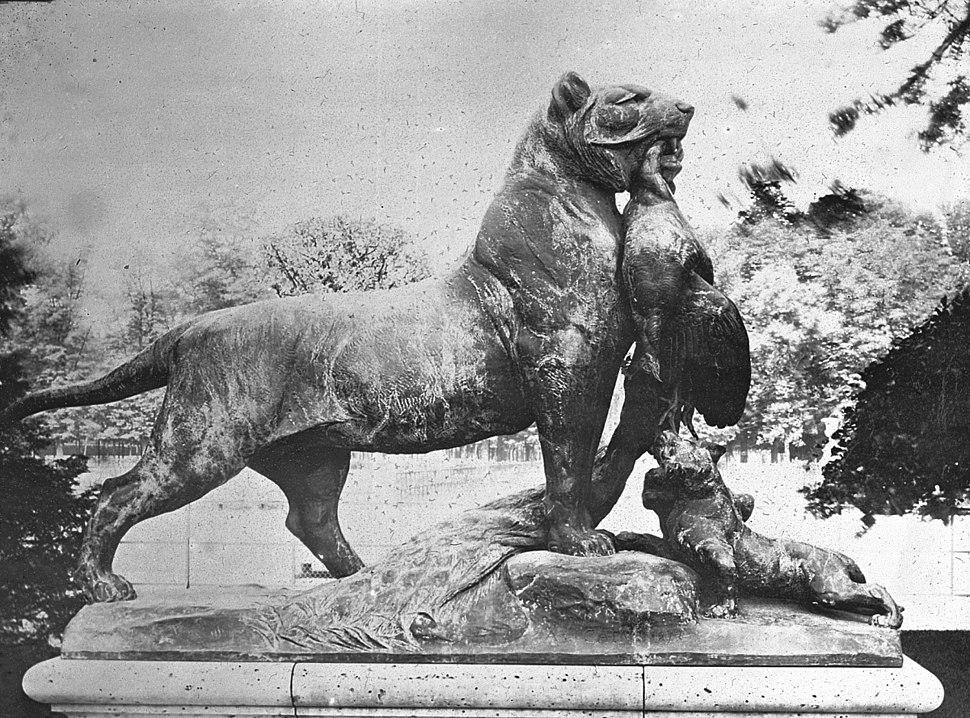 Tigresse apportant un paon à ses petits by Auguste Cain