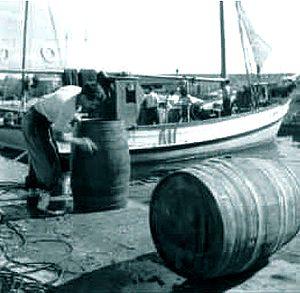 Tonneaux de vin sur le port de Limassol
