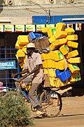 Transport de bidons à vélo.jpg