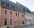 Trebras Haus in der Freiberger Straße 6, Marienberg neben dem Bergamt in dem er wirkte und zeitweise wohnte (v.l.n.r.).jpg