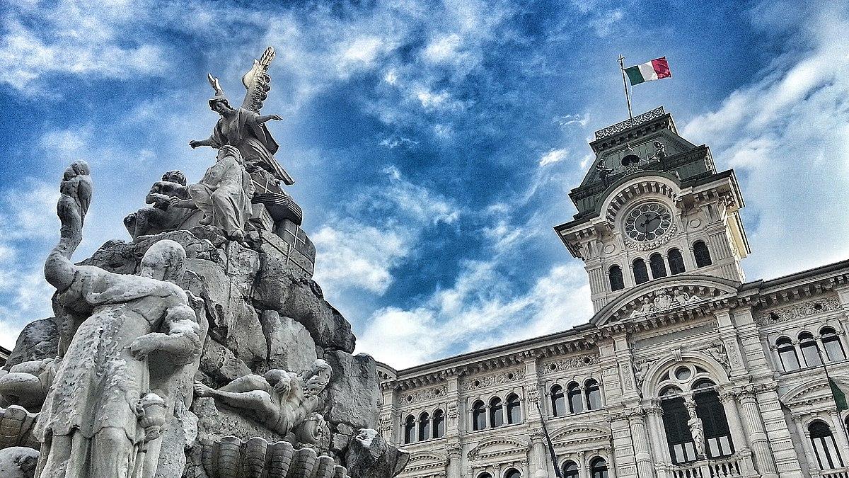 Trieste, Municipio - panoramio.jpg