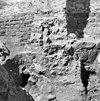 tufstenen fundering onder de noord-oost pilaster opgraving fundering - batenburg - 20028311 - rce
