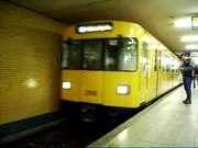 U-Bahn Berlin U7 Moeckernbruecke F92-Zug Einfahrt
