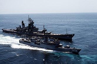 USS Meyerkord (FF-1058) - Image: USS Meyerkord with USS New Jersey DN ST 83 08979