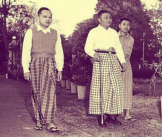 U Thant - Thant with U Nu in 1955 on an early morning walk