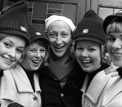 VM-vertinner i følge med skuespiller Ulf Wenngaard VM på ski I Oslo i 1966 (5475788623) (2).jpg