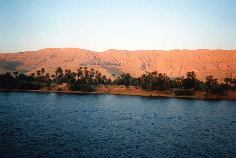 Archivo: Val-de-la-Kings-as-visto-desde-el-River-Nile.jpg