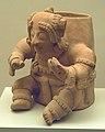 Vasija con figura humana Jama-Coaque (M. Am. Madrid) 01.jpg