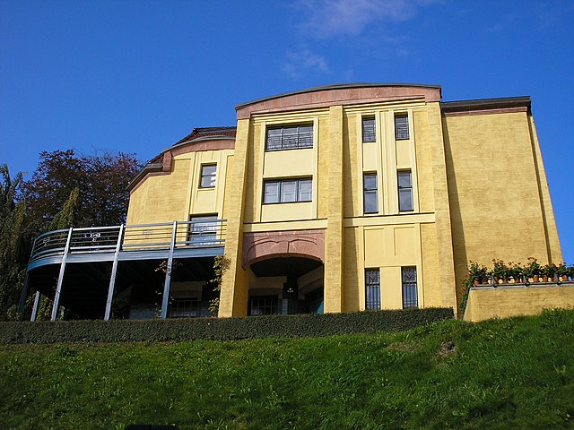 Frontseite der Villa Esche in Chemnitz (Sachsen).