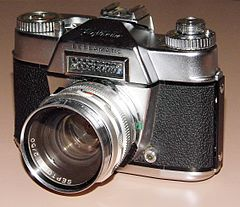 Vintage Voigtlander Bessamatic 35mm SLR Film Camera, Made In West Germany, Circa 1959 (13470957344).jpg