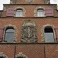 Voorgevel met natuurstenen vensteromlijstingen en gevelsteen met stadswapen - Schoonhoven - 20368584 - RCE.jpg
