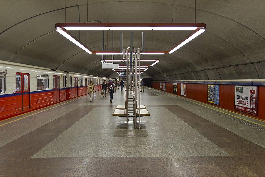 Pole Mokotowskie metro station